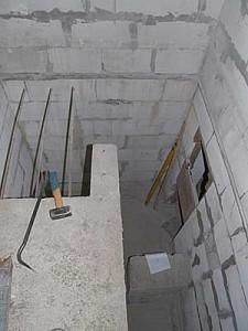 Подвал бетонный.