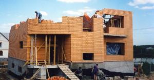 Строящийся дом.
